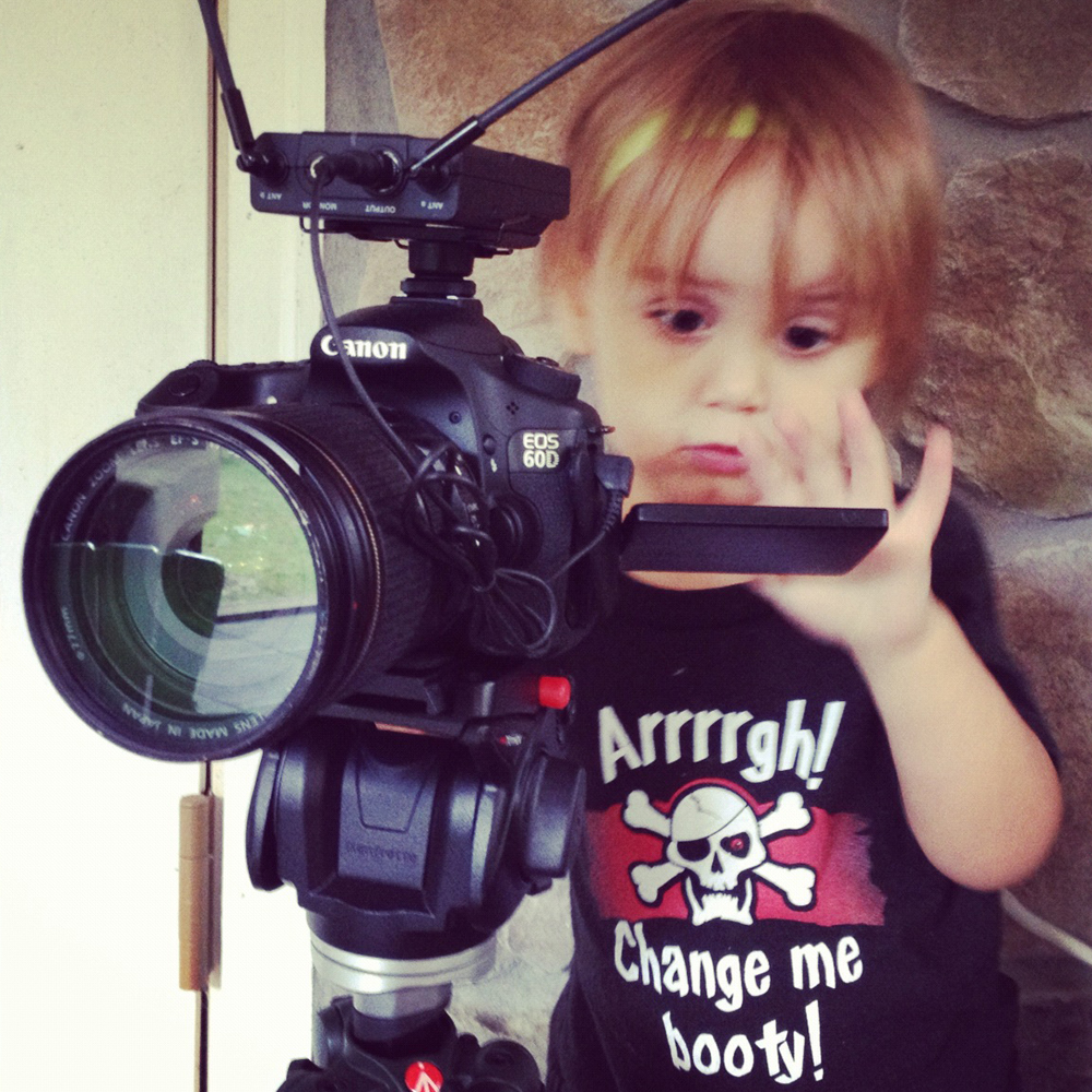 cute_baby_canon_camera1
